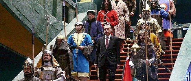 Recep Tayyip Erdogan reçoit, le 12 janvier à Ankara, dans son fastueux palais présidentiel.