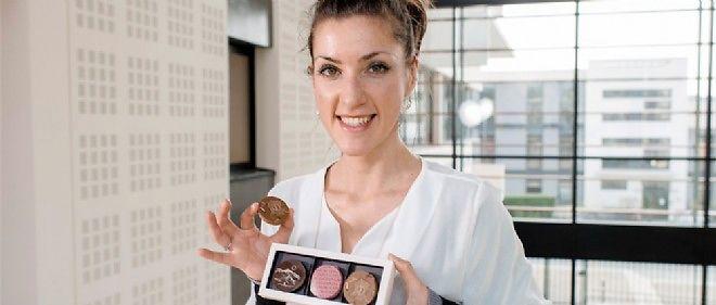 Tous les biscuits à base de poudre de praline rose de Véronique Goy sont marqués aux couleurs de Lyon.