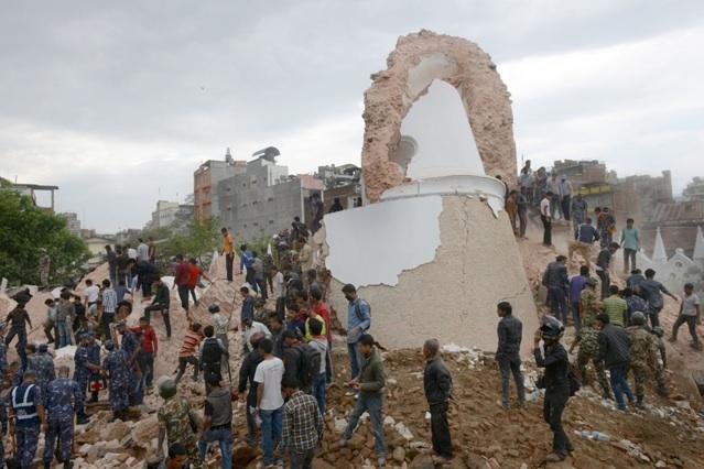 Ce qu'il reste de la tour Dharahara à Katmandou ©  AFP