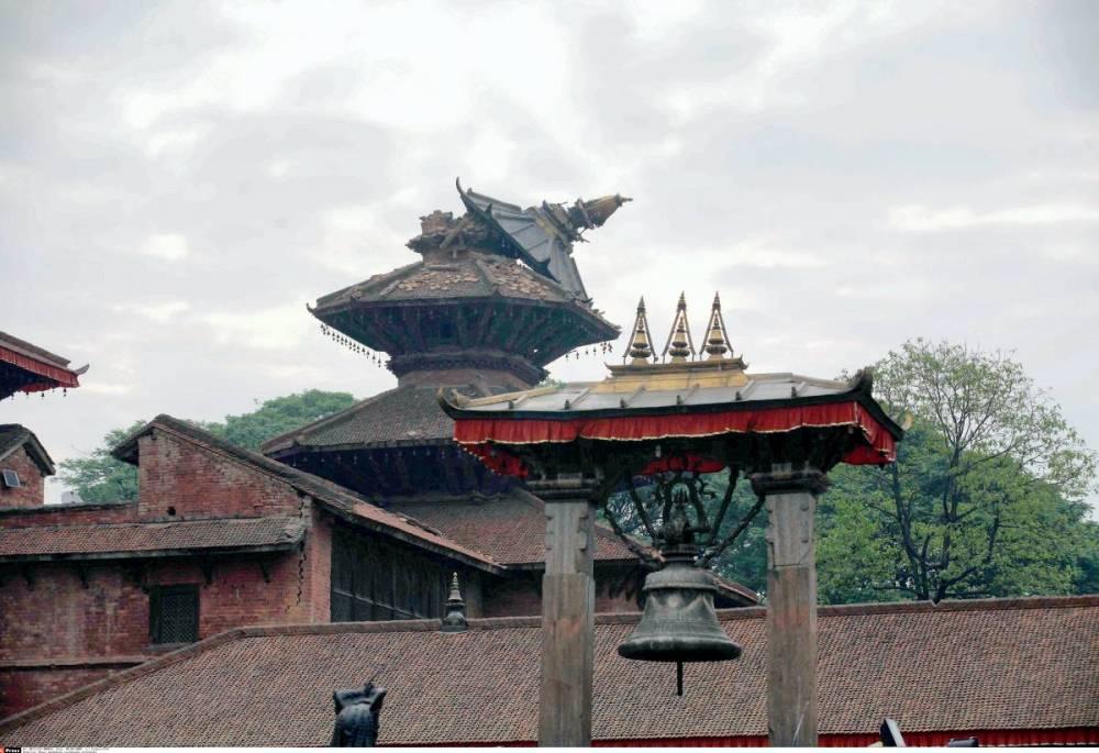 Un temple endommagée sur la place Durbar à katmandou ©  Sipa