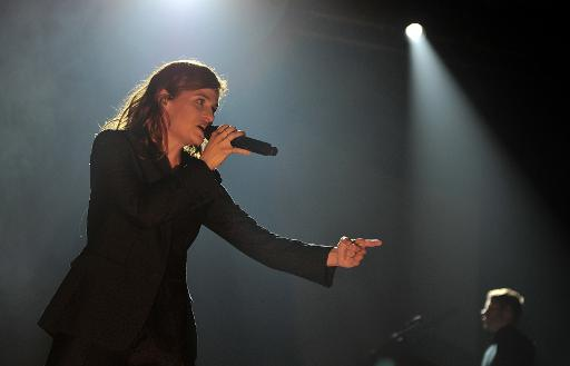 """La chanteuse Heloïse Letissier du groupe """"Christine and the Queens"""", en concert en clôture du """"Printemps de Bourges"""" le 29 avril 2015 © GUILLAUME SOUVANT AFP"""