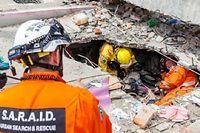 Une Népalaise a été sortie vivante des décombres, cinq jours après la catastrophe. ©dpa Picture-Alliance/AFP