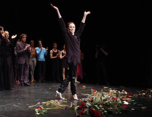 La ballerine russe Maia Plissetskaia, 80 ans, est applaudie sur la scène de l'Espace Cardin à Paris le 28 février 2006 © Jean Ayissi AFP