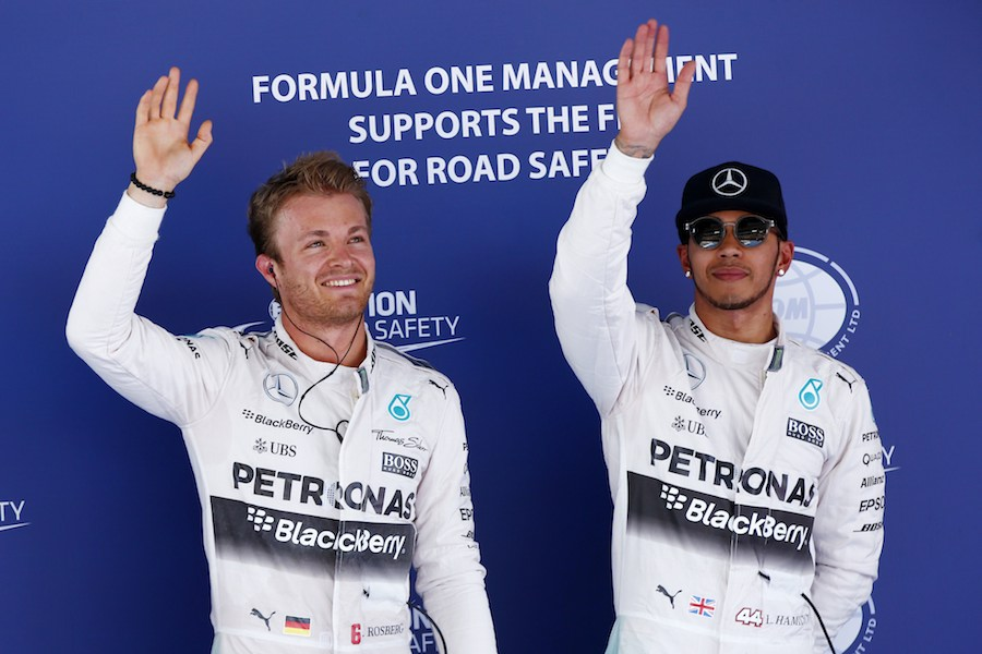 Nico Rosberg et Lewis Hamilton, à l'issue des qualifications. ©  Mercedes AMG