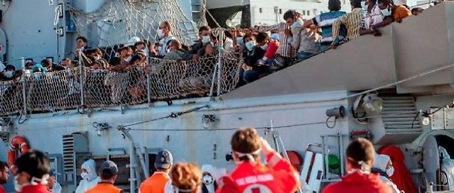 Des migrants arrivent a Parleme en Italie, le 7 aout 2014 (photo d'illustration).