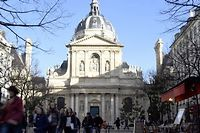 Selon Aberkane, la France possede de multiples savoir mais ne sait pas forcement les enseigner ( photo d'illustration : la facade de la Sorbonne).