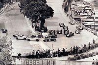 Lors du premier Grand Pirx de F1 à Monaco, Juan Manuel Fangio a dû éviter un accident impliquant huit voitures avant de s'imposer.