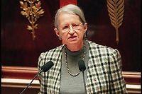 Geneviève de gaulle-Anthonioz à la tribune de l'Assemblée le 15 avril 1997 pour défendre le projet de loi contre l'exclusion. ©PIERRE VERDY