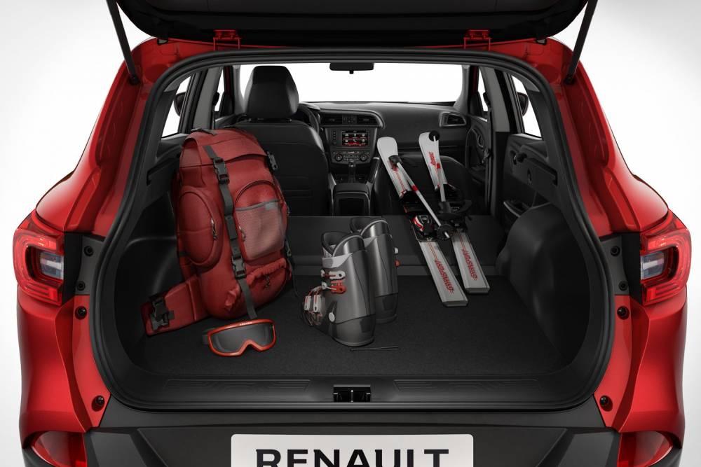 Le dossier avant se rabat à l'horizontale pour charger des objets longs ©  Renault