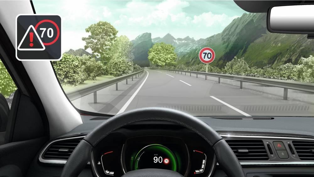 la lecture de sapnneaux est fort utile pour rappeler ensuite au tableau de bord la vitesse à respecter ©  Renault