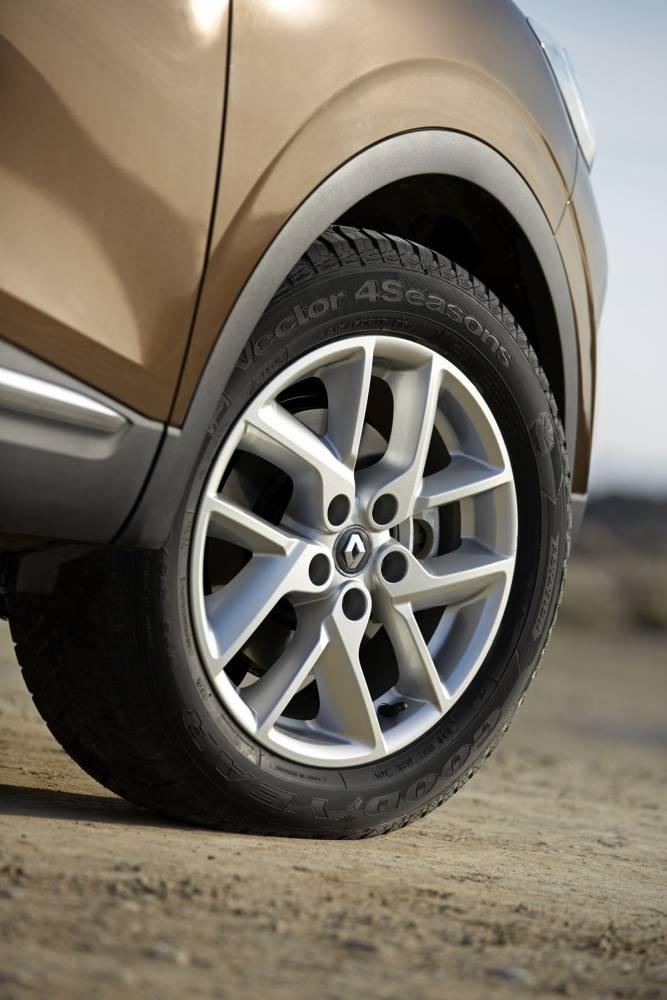 La monte raisonnable en 17 pouces, celle qui ira bien en tout chemin et sur la route ©  Renault