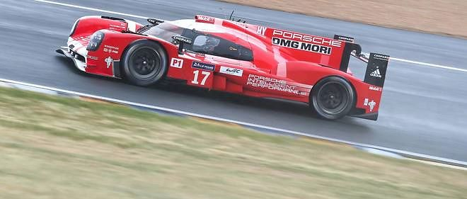La Porsche 919 hybrid n° 17 pilotée par le Néo-Zélandais Brendon Hartley a établi le meilleur temps des essais libres préparatoires de l'édition 2015 des 24 Heures du Mans.