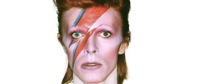 """David Bowie est """"Aladdin Sane"""" en 1973."""