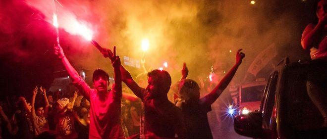 Les Kurdes ont fêté le bon résultat de leur parti dimanche 7 juin à Diyarbakir, dans l'est du pays.