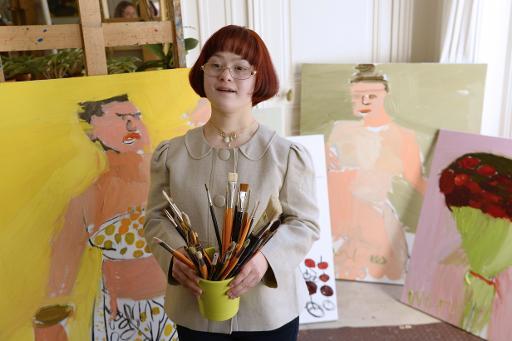 L'artiste azerbaïdjanaise Maryam Alakbarli pose dans son studio à Paris le 10 juin 2015 © BERTRAND GUAY AFP