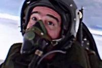 Fred lors d'un vol en avion de chasse pour