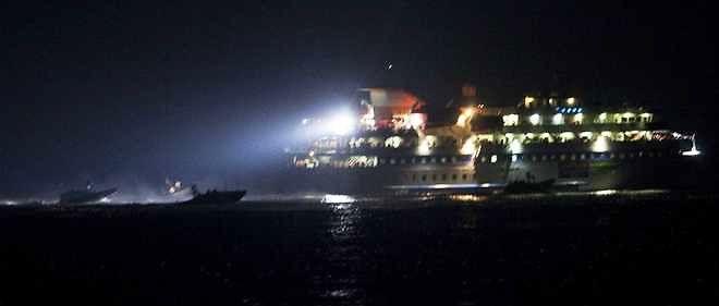 Des militaires israéliens prennet d'assaut un navire de la flotille qui avait déjà tenté de rallier Gaza en 2010.