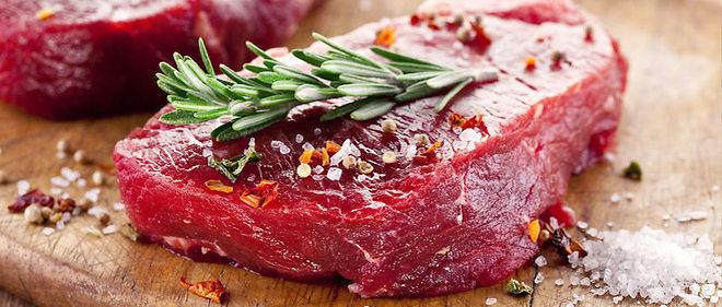 Si la charcuterie, le gibier, les abats sont à proscrire pour un patient souffrant de la goutte, la viande est autorisée mais en petite quantité.