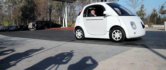 Cette mignonne petite voiture blanche qui circule déjà sur les routes californiennes pourrait bientôt mettre au chômage les chauffeurs de taxi, de VTC, et même ceux, occasionnels, travaillant avec l'application UberPOP.