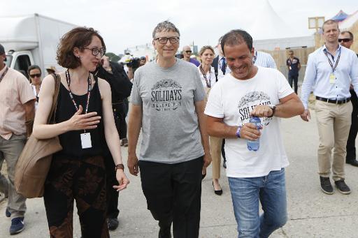 Bill Gates visite le site du festival Solidays, le 26 juin 2015 © THOMAS SAMSON AFP