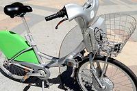 Le prototype de vélo électrique à usage commun de la société JC Decaux, qui sera peut-être destiné à la ville de Paris. ©Le Point