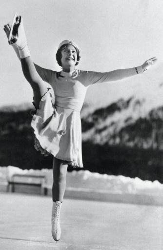 Photo de la Finlandaise Sonja Henie, lors de l'épreuve de patinage artistique aux J0-1936, conservée par le CIO à Lausanne, le 6 février 1936 à Garmisch-Partenkirchen © Handout IOC/AFP/Archives