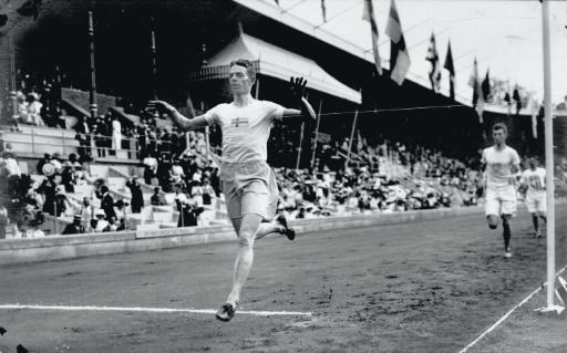 Photo du Suédois Ernst Wide, lors de l'épreuve du 1500 m aux J0-1912, conservée par le CIO à Lausanne, le 9 juillet 1912 à Stockholm © Ho IOC/AFP/Archives