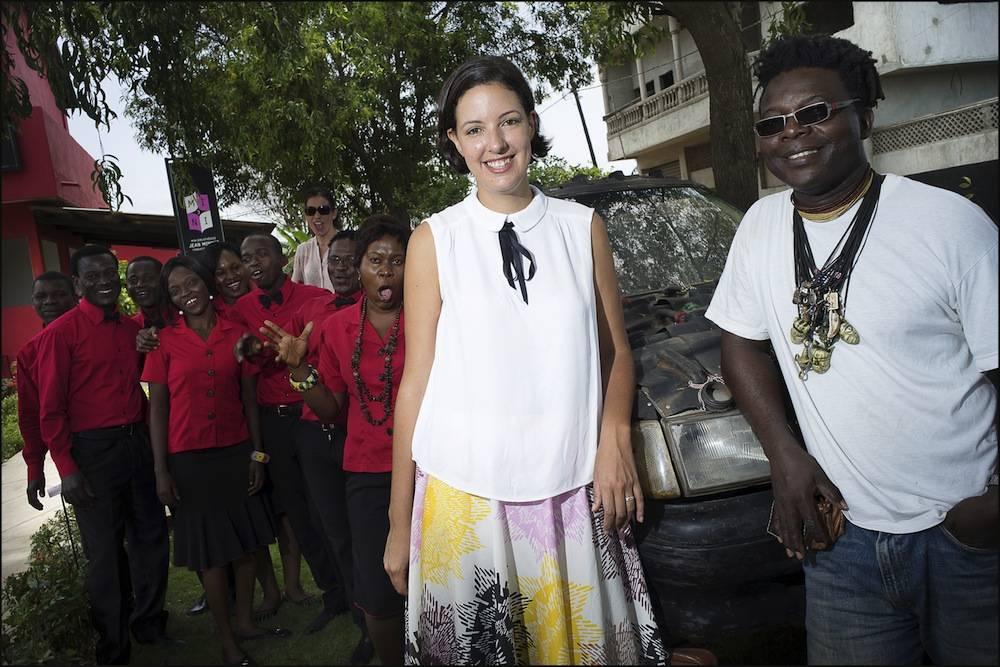 Marie-Cécile Zinsou, présidente de la Fondation Zinsou, et l'artiste de renommée internationale Romuald Hazoumè à Cotonou lors du 10e anniversaire de la Fondation Zinsou. ©  Fondation Zinsou