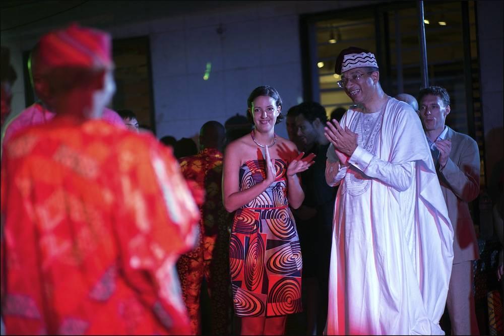 Marie-Cécile Zinsou, présidente de la Fondation Zinsou, et son père, Lionel, à la soirée de gala du 10e anniversaire de leur Fondation. ©  Fondation Zinsou