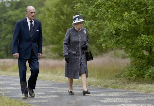 La reine Elizabeth et le prince Philip visitent l'ancien camp de concentration de Bergen-Belsen, le 26 juin 2015 © FABIAN BIMMER POOL/AFP/Archives