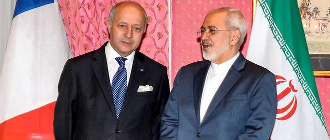 Le chef de la diplomatie française Laurent Fabius et son homologue iranien Mohammad Javad Zarif, le 28 mars 2015 à Lausanne.