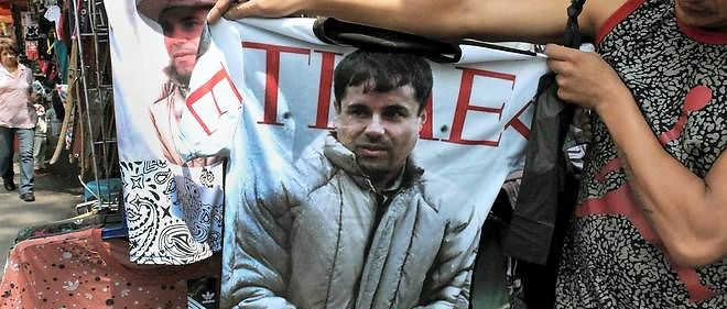 """Le baron de la drogue Joaquín """"El Chapo"""" Guzmán (représenté ici sur un tee-shirt), dont la vie sera bientôt adaptée au cinéma, s'est échappé début juillet d'une prison de haute sécurité au Mexique."""