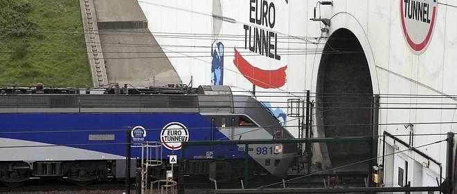 Photo d'illustration. Un jeune migrant est mort au terminal britannique  d'Eurotunnel alors qu'il essayait de rejoindre l'Angleterre.