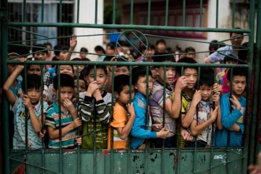 Des élèves de l'école primaire de Xianghe, dans la région autonome du Guangxi en Chine, le 19 juin 2015 © JOHANNES EISELE AFP