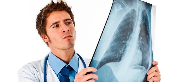 La radiographie standard est bien souvent le premier examen complémentaire prescrit par un médecin.