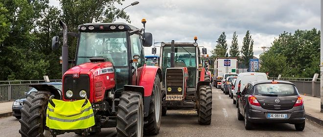 Les agriculteurs alsaciens ont décidé lundi après-midi de lever les barrages qu'ils avaient érigés à la frontière avec l'Allemagne.