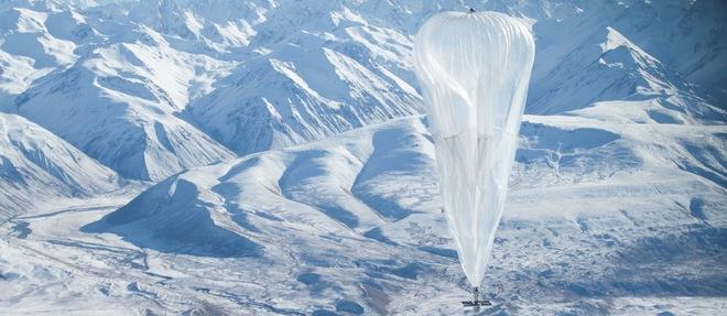 Les ballons du projet Loon sont manoeuvrés à l'aide des courants aériens à haute altitude. En faisant varier l'altitude du ballon, il est ainsi possible de changer de direction en changeant de courant aérien. Le ballon arrive au sol lorsqu'il est vidé de son gaz, généralement cinq à six mois après son déploiement initial. ©Jon Shenk