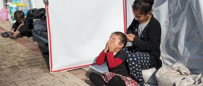 Une femme yézidie et sa fille dans un camp de réfugiés en Turquie.