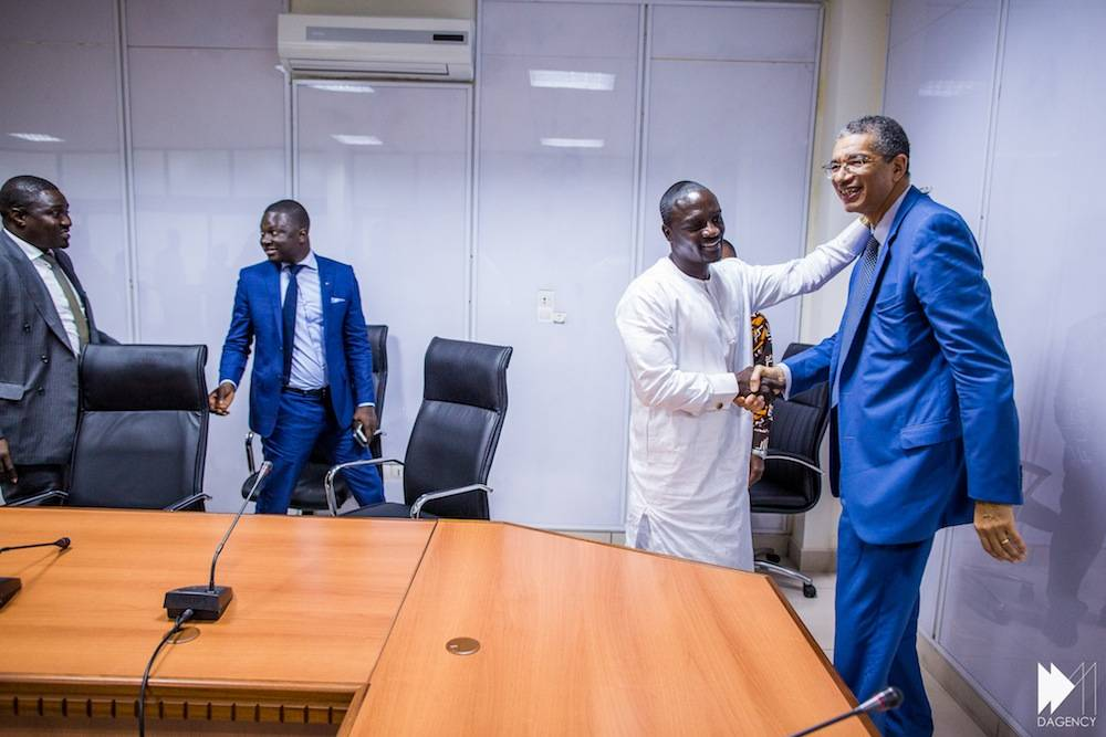 Samba Bathily Thione Niang Akon avec le Premier Ministre Lionel Zinsou © David Monfort Dagency
