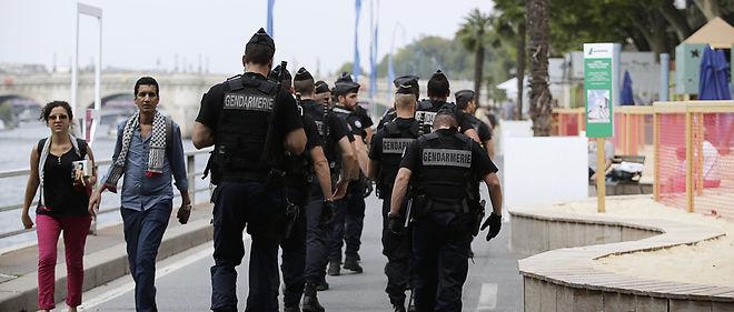 À l'ouverture des portes de la journée Paris Plages, ce sont surtout les policiers et les journalistes qui se faisaient remarquer par leur présence.