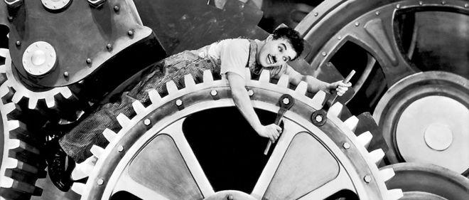 Charlie Chaplin dans Les Temps modernes (1936).