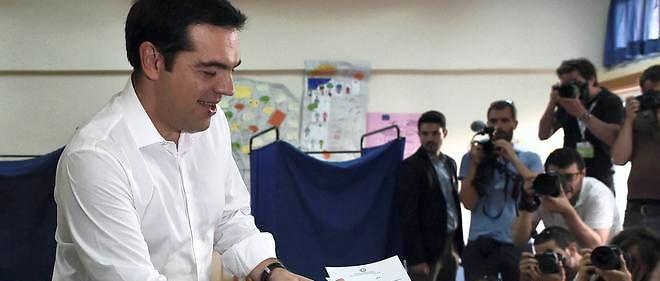 Le Premier ministre grec, qui a décidé d'accepter le plan de sauvetage européen en échange de réformes difficiles et d'un redressement budgétaire douloureux, n'avait plus de majorité au Parlement après la division de son propre parti. Il devrait se représenter.