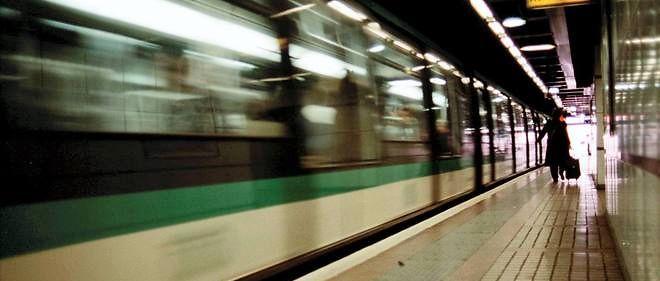 La maire de Paris Anne Hidalgo a promis d'étendre les horaires d'ouverture du métro parisien. Le projet est plus complexe qu'il n'y paraît.