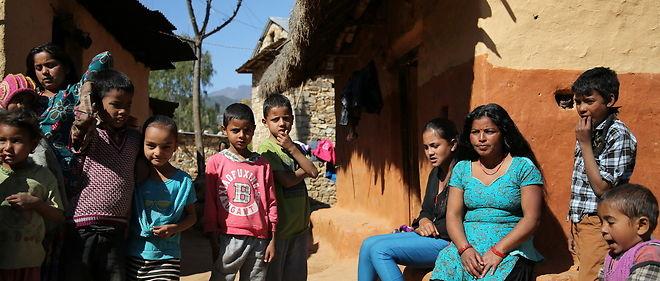 Communaute Badi a Lantee dans le district de Salyan. Rassemblement des habitants du village.