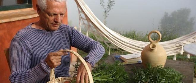 Aux yeux de l'Insee, Hervé vit sous le seuil de pauvreté, fixé à 977 euros. Mais il n'a pas besoin d'argent : « J'en ai trop », dit-il.