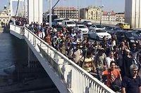 Des centaines de migrants fuient leurs pays pour arriver en Europe via la Hongrie. ©Bela Szandelszky