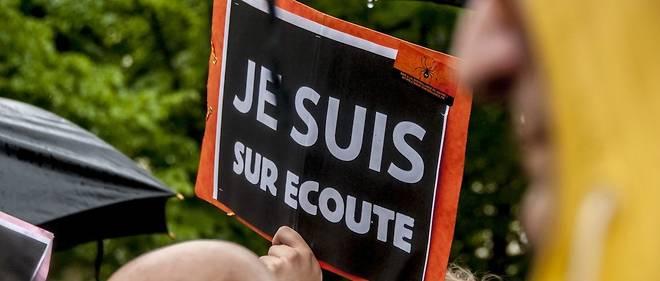 Des manifestants contre la loi Renseignement, adoptée en France durant l'été 2015.