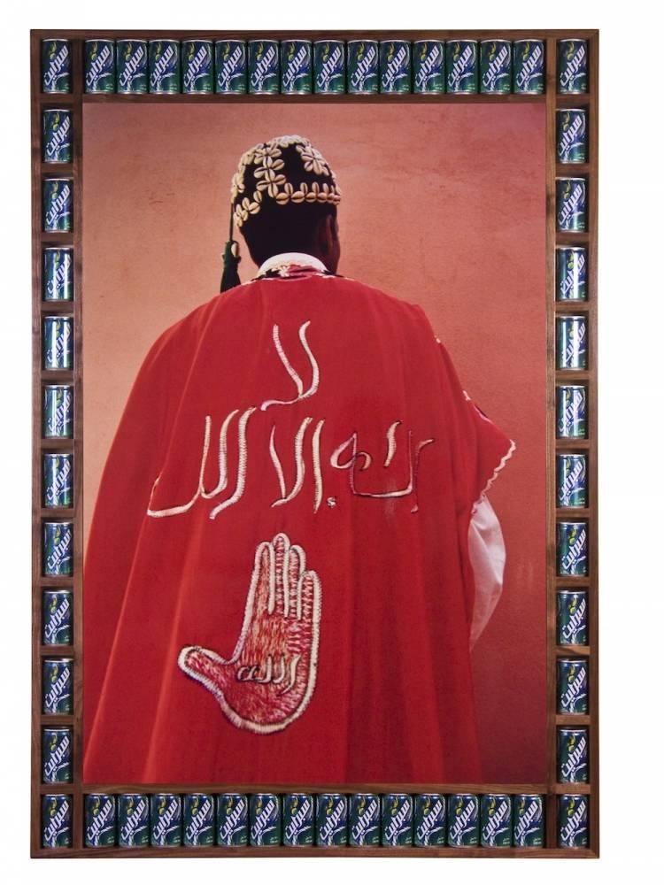 Hamid's Back, photo by Hassan Hajjaj. Digital C-type 2000/1421. Courtesy of Taymour Grahne Gallery, NYC, U.S.A. ©  HH