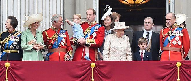 La Reine D Angleterre A Echappe De Peu A Un Attentat Le Point