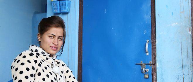 Puspa Badi, 19 ans, nee d'une mere prostituee et de pere inconnu, a du batailler pour s'inscrire a l'universite. La Constitution provisoire ne prevoit pas la delivrance du certificat de citoyennete a partir du nom de la mere.